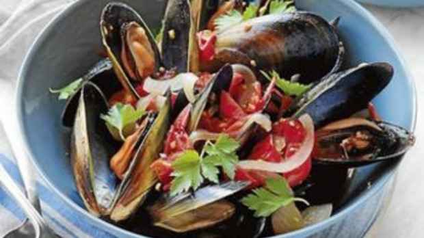 Mussels in beer and tomatoes