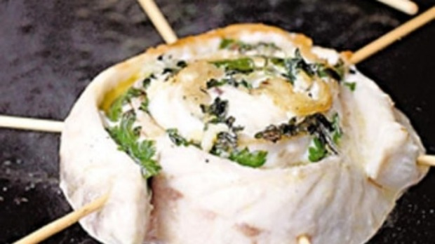 Grilled flathead fillets with parsley and garlic
