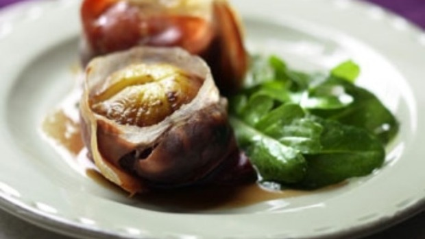 Roasted figs with prosciutto and gorgonzola