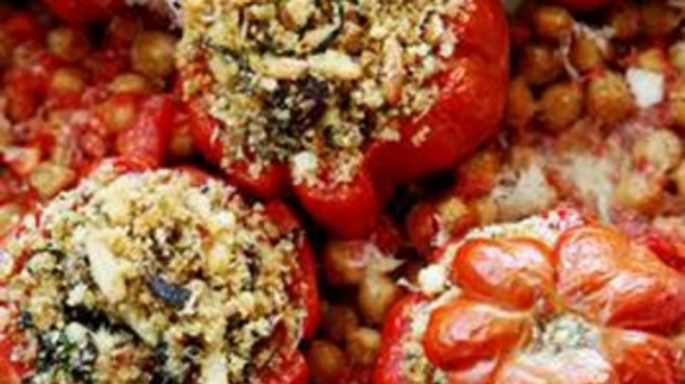 Stuffed tomatoes with chickpeas