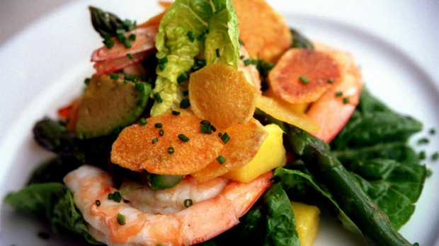 Prawn salad with asparagus and mango.