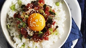 Finely chopped tuna on rice.