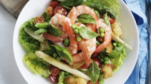 Salad of king prawns, asparagus and peas