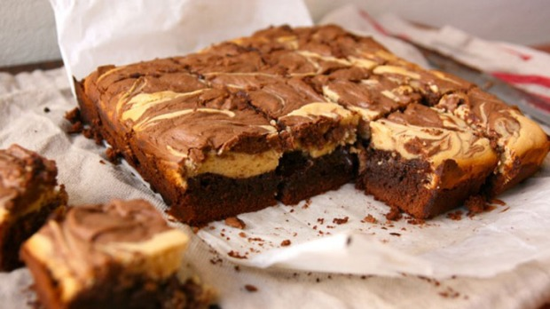 Peanut butter and chocolate swirl cheesecake brownies ...