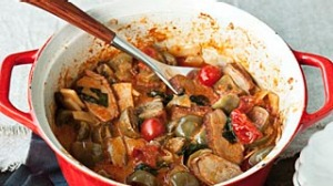 The perfect blokes night in.  Red hot duck curry and Thai green bean and peanut salad. SHD SUNDAY LIFE Picture by KATIE ...
