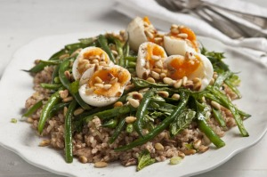 Tuna, brown rice, sumac and green bean salad.