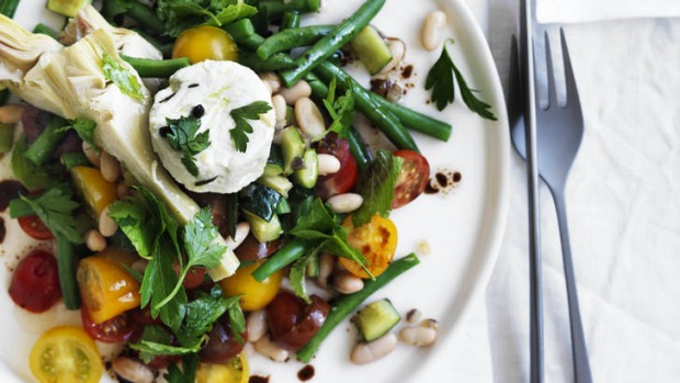 Salad of cannellini beans, zucchini and goat's cheese.