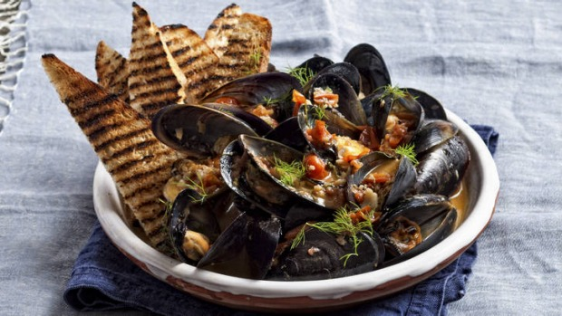 Mussels fried with tomato, black pepper and fennel seeds.