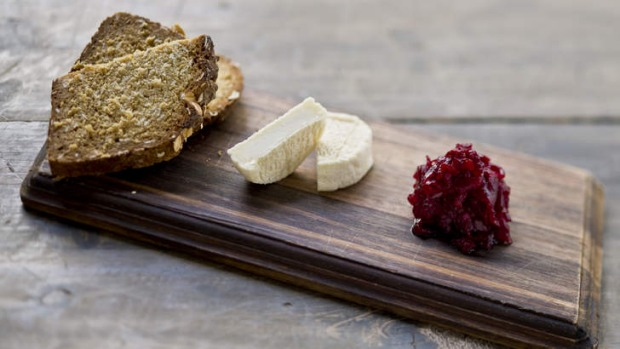 Goat's curd with soda bread and pickled beetroot - Frank Camorra.