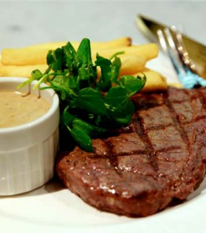 The entrecote at Le Pub.