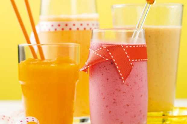 Apricot smoothies can be made with dried or fresh fruit. <a ...