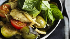 Green curry of chicken breast and bamboo shoots; you can replace the chicken with fish.
