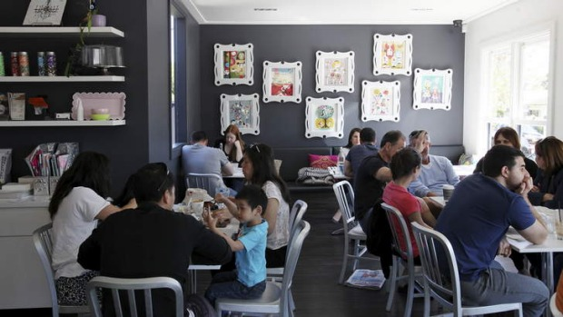 Elatte's decor is homey and inviting, its walls adorned with teapots and folk art.