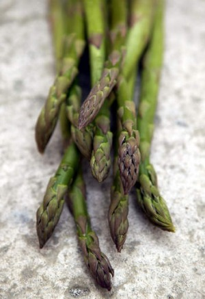 Spear time: Fingers are fine for eating asparagus, when it's served alone.