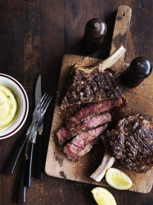 Grilled aged rib-eye with Bearnaise sauce.