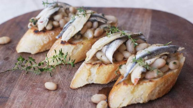 Crostini with cannellini beans and white anchovies.
