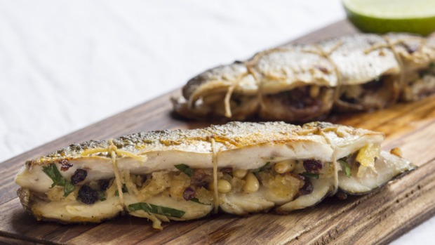 Yellow eye mullet with currants and pine nuts recipe for Mullet fish recipe