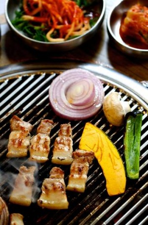 Ohgyeopsal - grilled pork belly - at  678 in Pitt Street.