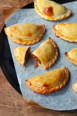 Your finished 'clasico' empanadas should look something like this.