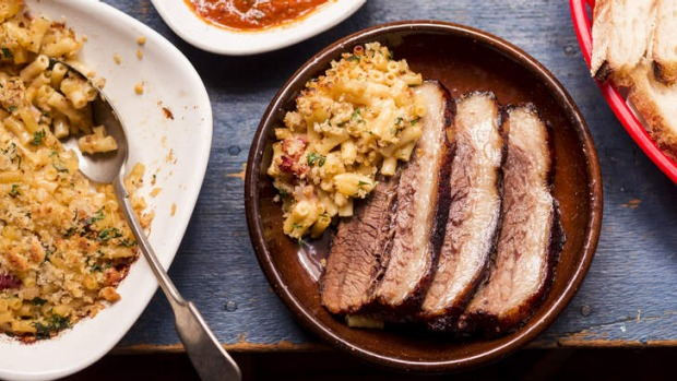 Barbecued beef brisket with mac and cheese.