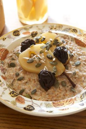 Spelt, rye and cinnamon porridge with a pear and prune compote.