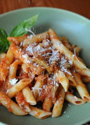 Frugal family dinner: Penne with tomato sauce and tuna.