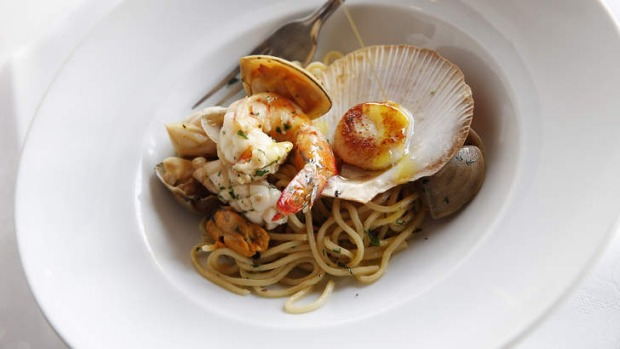 Spaghettini with seafood.