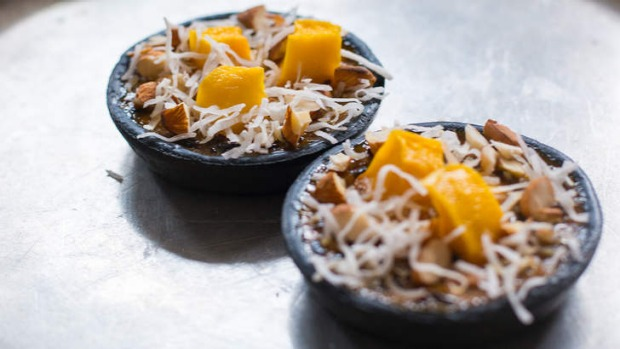 Black sticky rice mango pudding tarts.