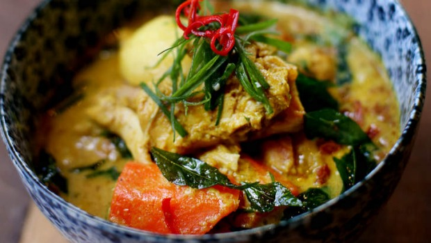 Xao ca ri ga: Lemongrass curry chicken.