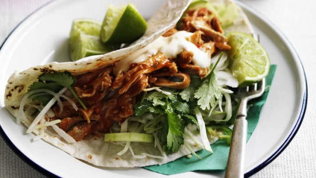 Taco with aromatic salad, mayonaise and chicken adobo.