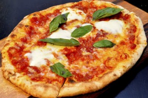 Coppa Spuntino's margherita pizza passes the test.