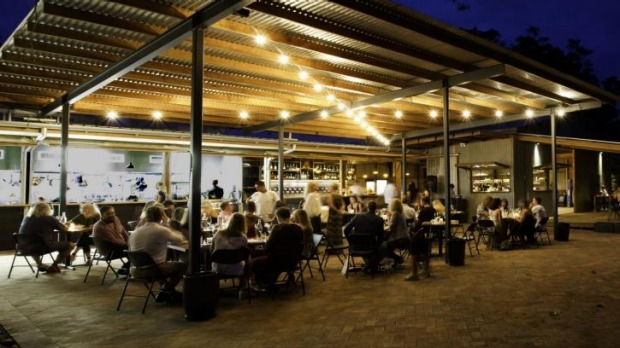 Fraser short buys byron 39 s balcony bar restaurant for Balcony bar byron bay menu