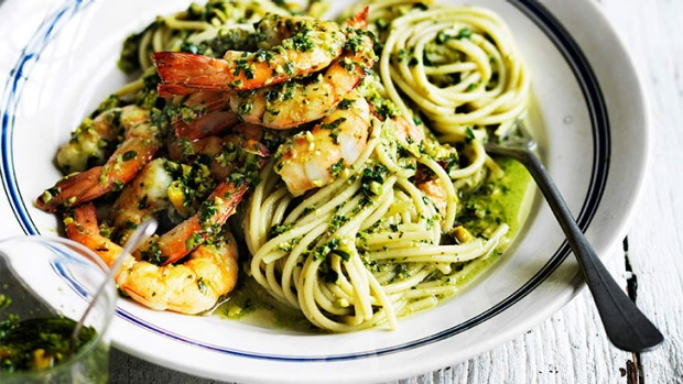 Super fresh, super tasty: Spaghetti with prawns, basil and pistachio.
