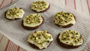 Malted milk cookies with pistachios.
