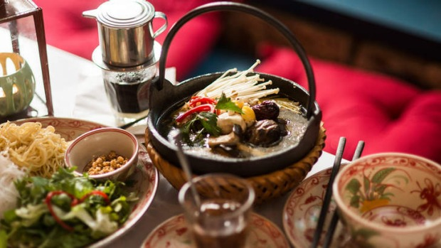 Add mushrooms to the country chicken hotpot.
