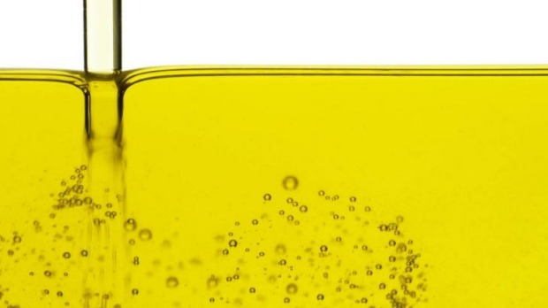 Cooking with vegetable oil releases toxic chemicals linked to cancer, research shows