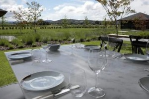 Outdoor dining at the Garden Pavilions Kitchen.