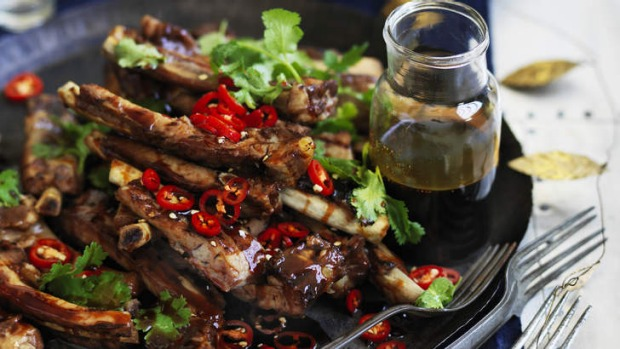 Yunnan barbecue spare ribs with black vinegar sauce.