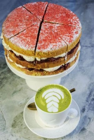 Camomile sponge cake with macha latte.