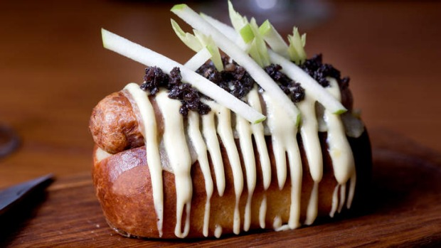 Social dog: Pork and fennel sausage, green apple, black pudding, cheddar and mustard.