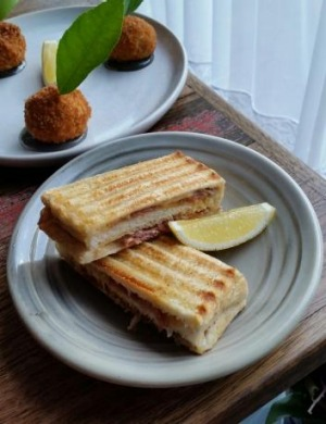 Spanner crab arancini and prosciutto and emmental toasties with a kick ...