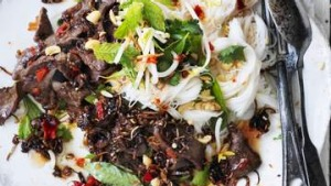 Salad of sauteed beef with cold rice noodles.