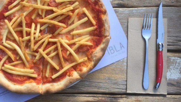 Ibla's wurstel e patatine pizza (with sliced frankfurts and fries).