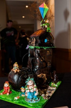 Old Woman Who Lived in a Shoe cake made by Someonesaycake? was auctioned for $650.
