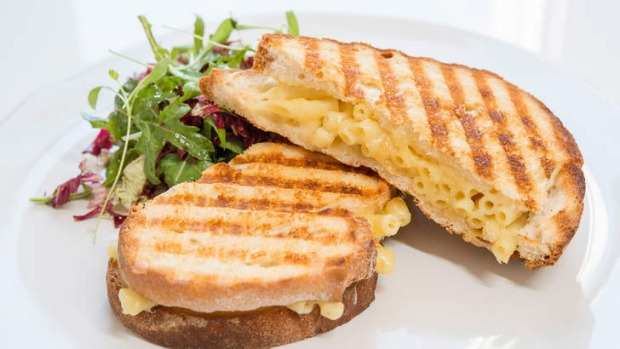 The mac 'n' three cheese toastie.