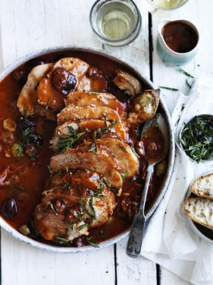 Braised leg of veal in tomato and olives.