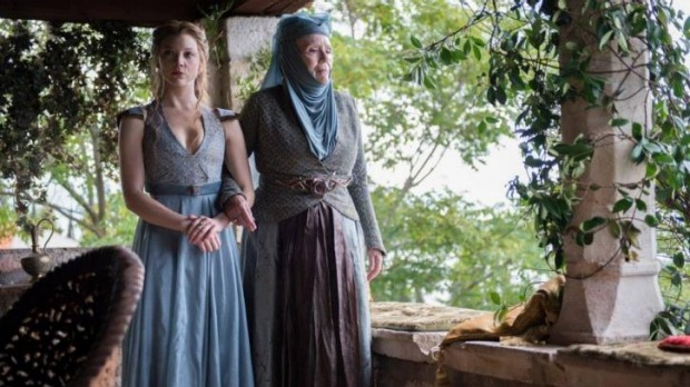 Game of Thrones' Margaery and Lady Olenna Tyrell planning to extract information out of Sansa with lemon cakes.