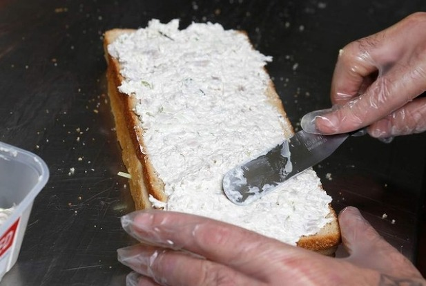 Step 9: Spread the chicken mixture onto the bread. The ratio of bread to filling should be even. The filling should be ...