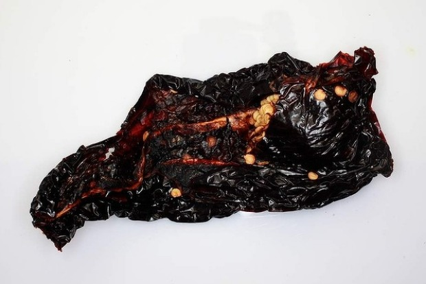 Large (up to 14 centimetres long) and broad, mulato chillies have a mild to medium heat and aniseed note.