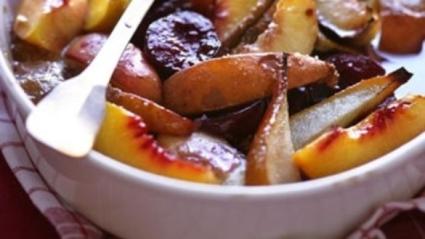 Baked fruit with honey